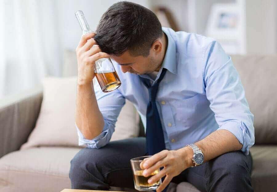 Man drnkt alcohol