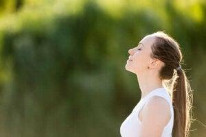 Een gecontroleerde ademhaling: hoe doe je dat?