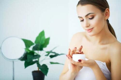 Ontdek deze drie tips om een droge huid te verlichten