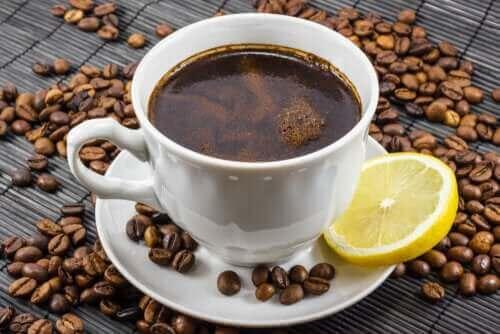 Koffie en citroen: een goede combinatie?