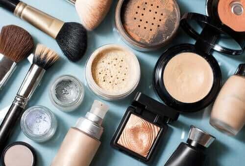 Dermatitis perioralis kan veroorzaakt worden door ingrediënten van make-up