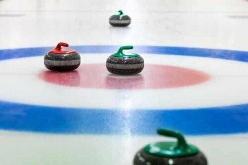 Curlingstenen in het huis