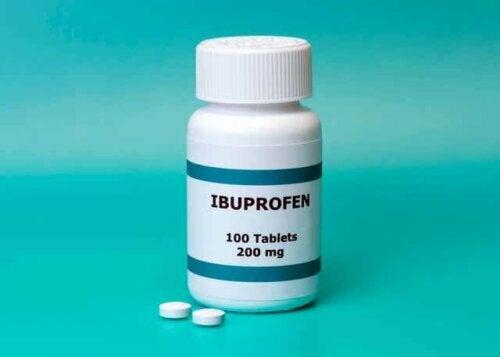 Een ibuprofenfles