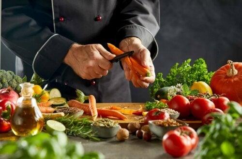 Kok maakt groentecouscous