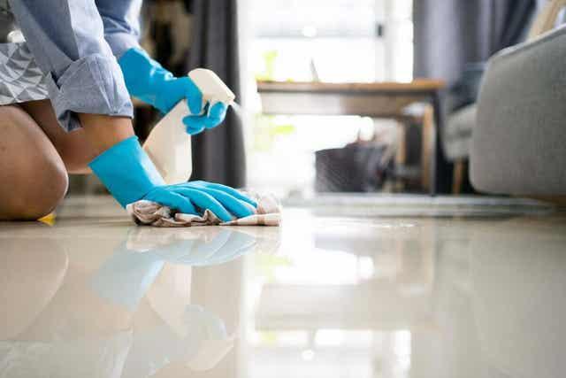 Schoonmaken van de vloer