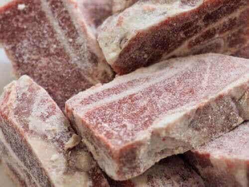 Bevroren vlees: hoe lang kun je het bewaren?