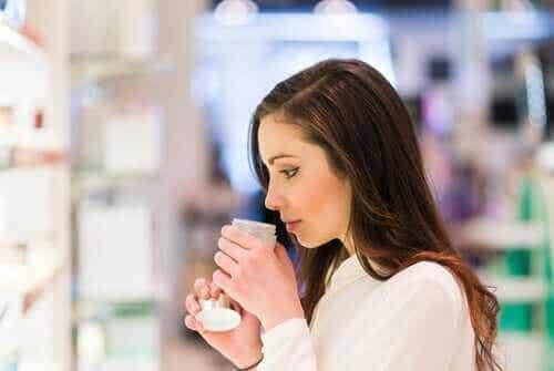 De gevaren van crèmes volgens de experts