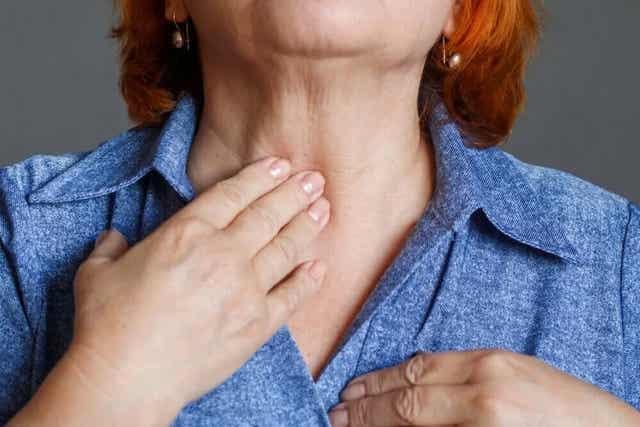 Een van de belangrijkste implicaties van een laryngectomie is de zorg voor de stoma