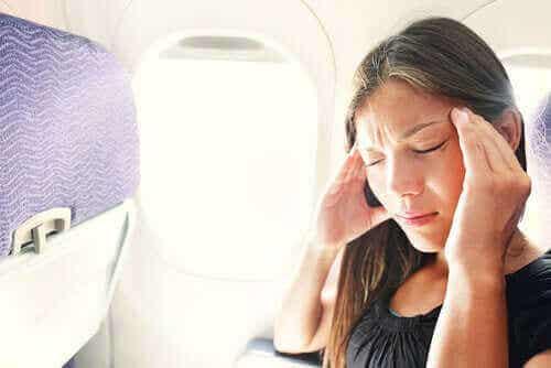 Hoe stress en ongemak in het vliegtuig te vermijden