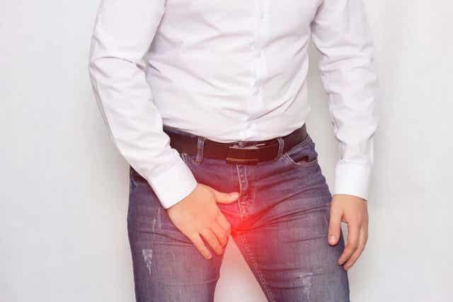 Waarom doet een klap tegen de testikels zoveel pijn