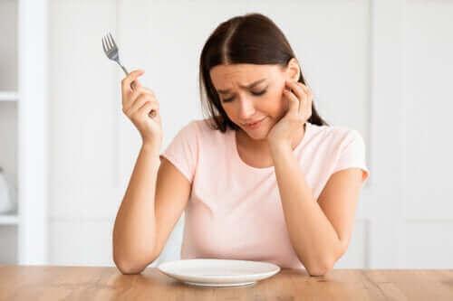 Sleutels om af te vallen zonder jezelf uit te hongeren