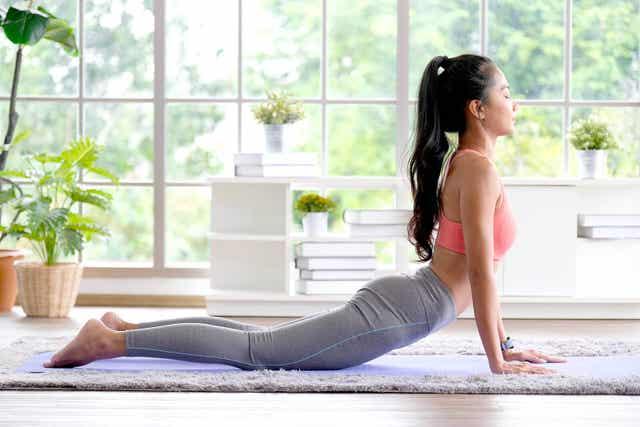 Er zijn verschillende yogahoudingen die kunnen helpen