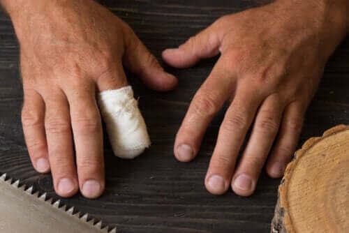 Eerste hulp bij de amputatie van een vinger