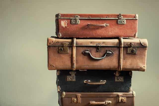 Stapel ouderwetse koffers