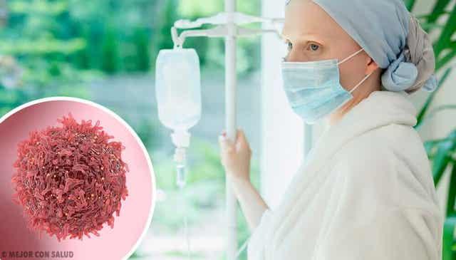 Vrouw met kanker heeft een infuus