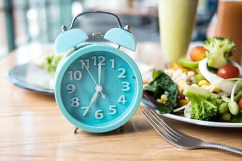 De beste tijd van de dag om te eten, volgens de wetenschap