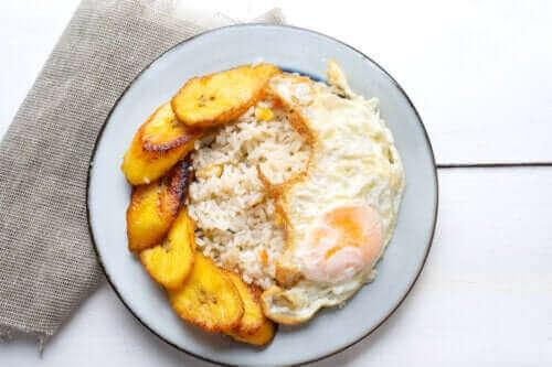 Een heerlijk recept voor Cubaanse rijst met bakbanaan