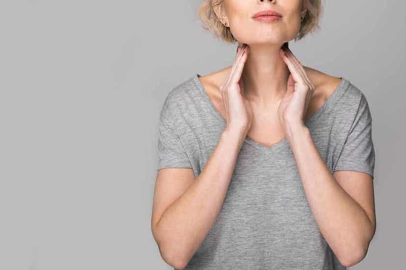 Vrouw met gezwollen lymfeklieren