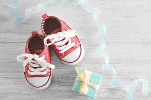 Is op blote voeten lopen goed of slecht voor kinderen?