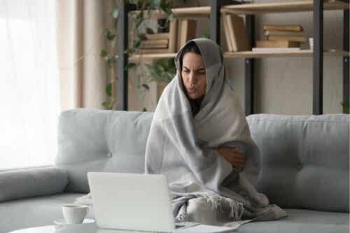 Een vrouw met weinig koude-intolerantie