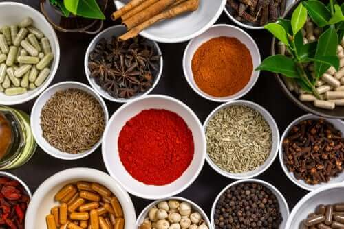 4 wetenschappelijk onderbouwde, op specerijen gebaseerde remedies