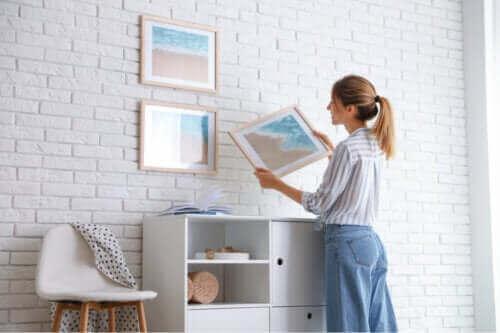 7 tips om foto's op te hangen zonder de muur te verpesten