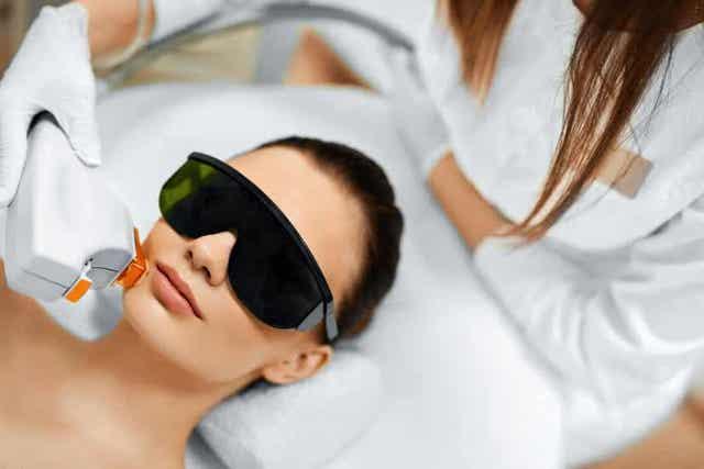 Er zijn verschillende soorten gezichtsbehandelingen om veroudering tegen te gaan