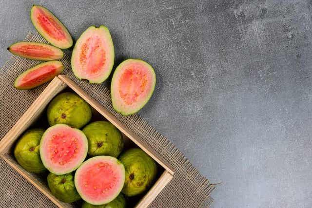 Guave behoort tot het fruit dat de minste koolhydraten bevat
