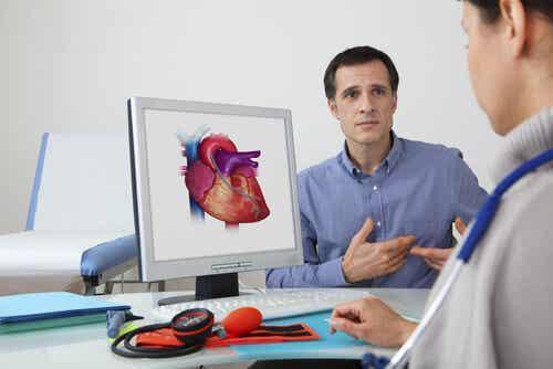 Een man bij de cardioloog