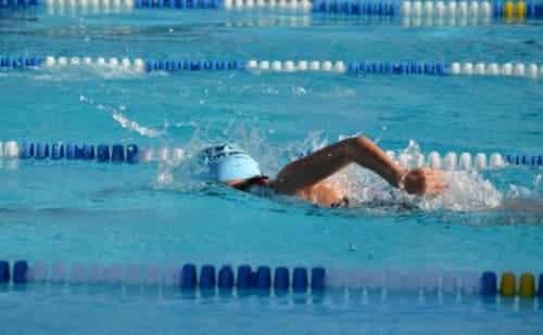 Iemand aan het zwemmen